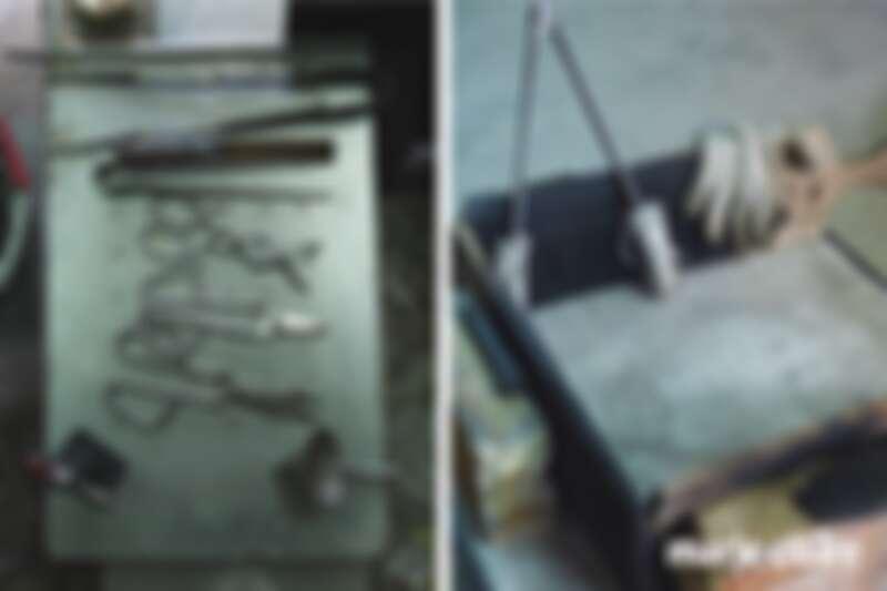 (左)使用美國玻璃吹製專用工具品牌 Jim Moore Glass Tools 的工具創作。(右)所有玻璃吹製品創作完成後,需要先將溫度十分高的作品安置在這個耐火布桌面上,再使用耐火手套將作品送進攝氏510度的徐冷爐裡使其慢慢退溫。