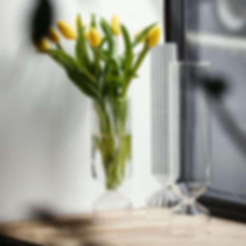 除了能作為酒飲器皿,也能是花瓶。