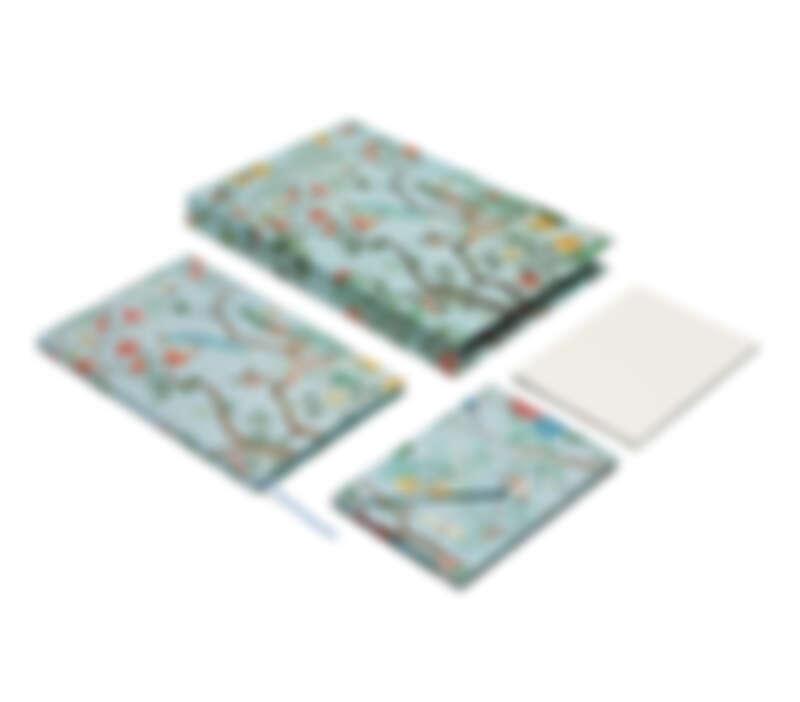 多色塗繪印花文具套裝,NT13,000元。