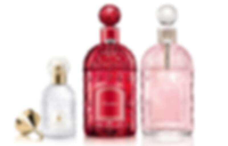 (中)嬌蘭初夏沁梨淡香水晶透帝王蜂印瓶、(右)陽光甜橘淡香水燦紅透帝王蜂印瓶125ml,NT7,000。購買任一瓶帝王蜂印瓶香水,贈30ml隨身蜂印瓶。