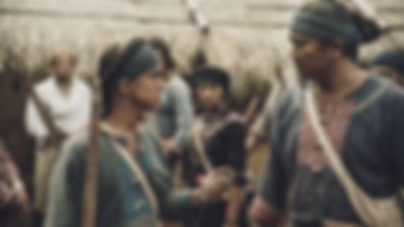 《斯卡羅》黃遠(左)在得知身世之後,決定回歸部落學習成為斯卡羅勇士,右為查馬克.法拉屋樂