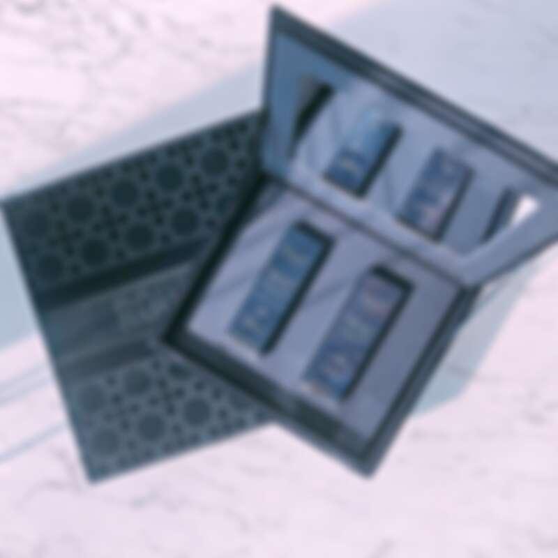 DIOR迪奧藍星高訂絲絨禮盒,打開來還附有鏡子。