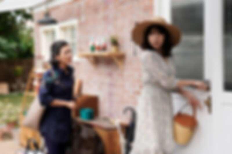 ▲小旅行回家,陳嘉玲的家卻成了「動物園」?(圖 / 華視、CATCHPLAY提供)