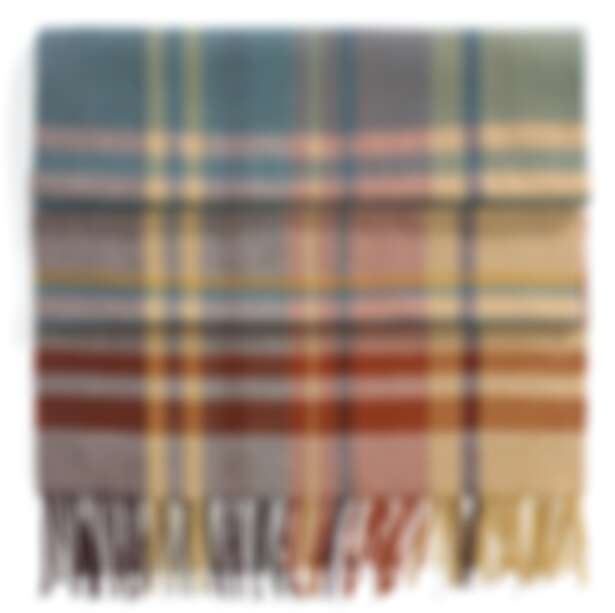 Loro Piana 喀什米爾圍巾,NT32,500。