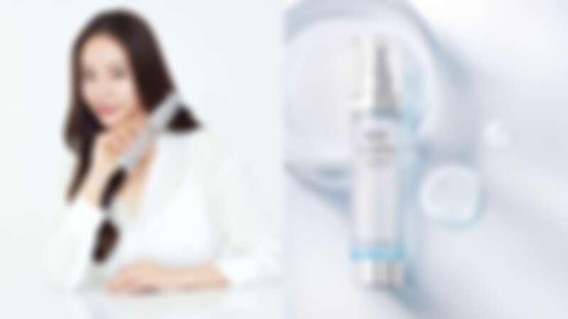 AHC代言人Krystal與超能玻尿酸保濕肌亮機能水。