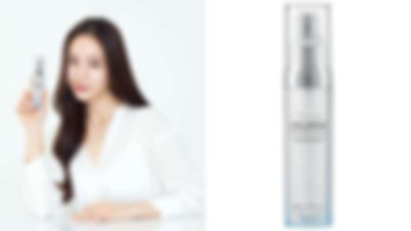 AHC代言人Krystal與超能玻尿酸保濕肌亮精華。