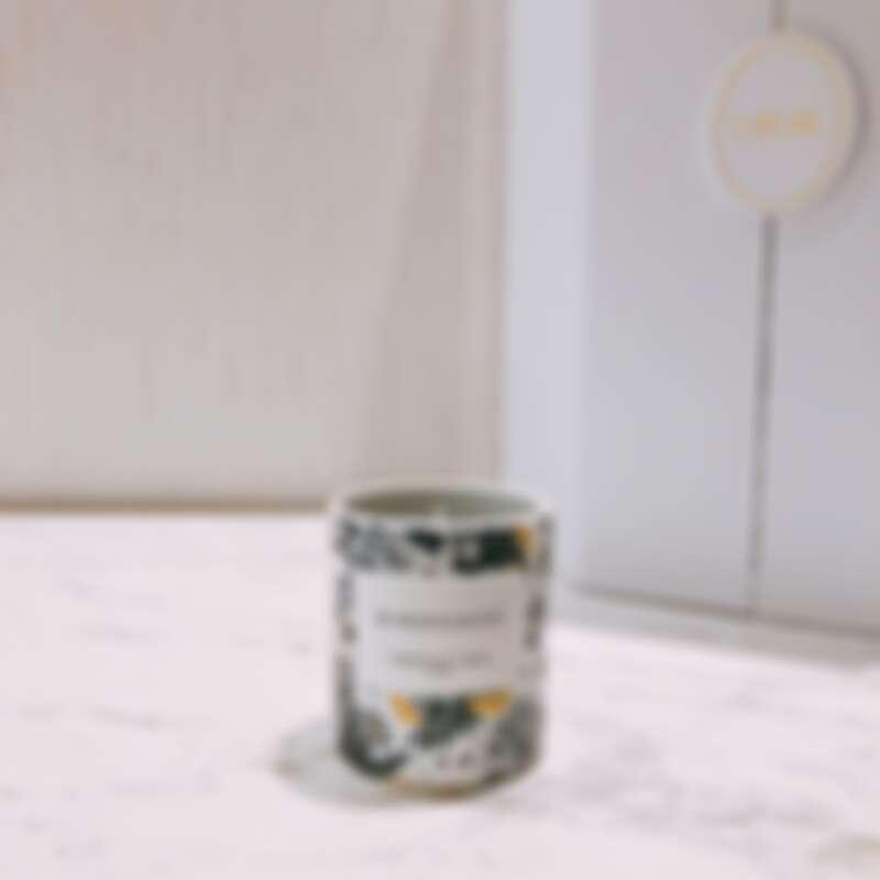 DIOR迪奧2021繁花幻境聖誕倒數日曆中,首度出現的香氛世家系列-蒙田30隨行香氛蠟燭。