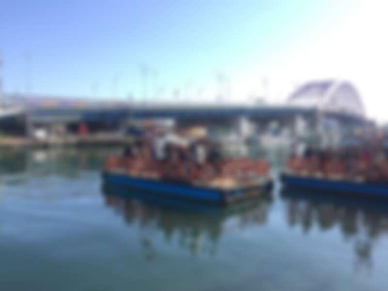 前往阿爸村唯一的交通工具「人力渡船」。