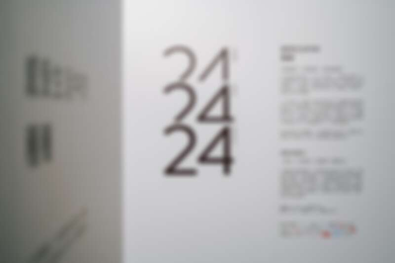 24 objects x 24 books x 24 moments 概念展。
