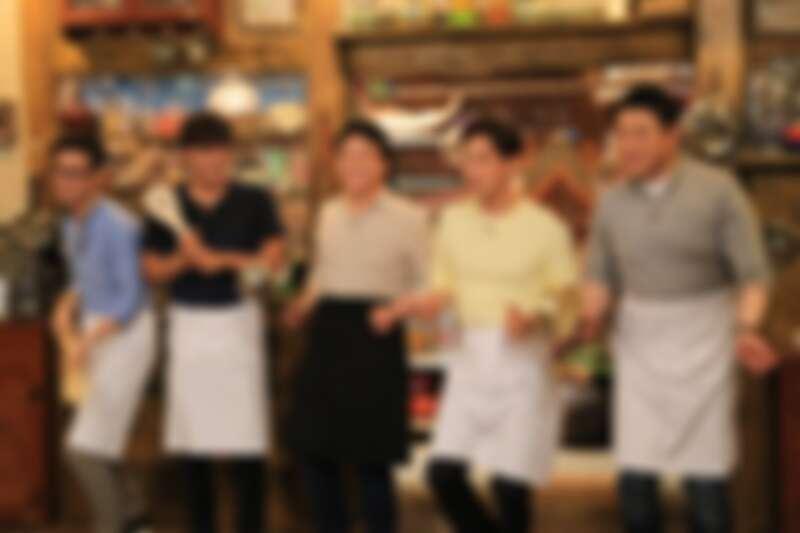 第一季成員為右起尹尚、孫浩俊、白種元老師、朴正哲、金九拉。
