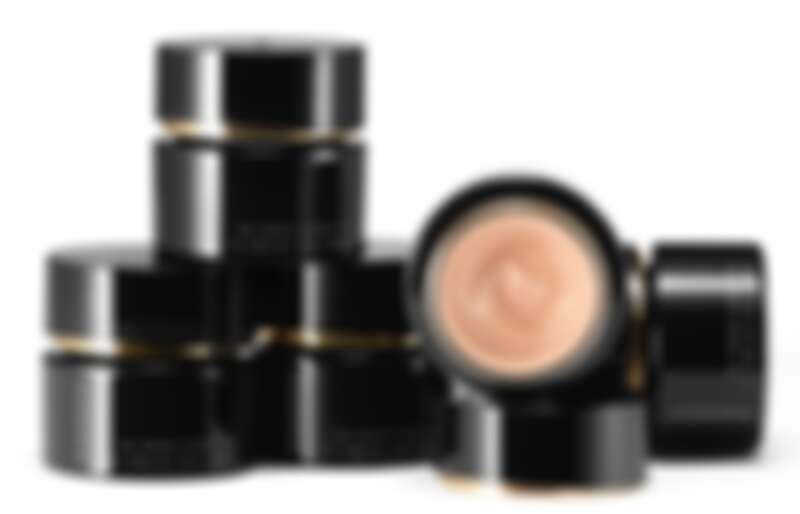 SUQQU晶采艷澤粉霜2021年新增五色,讓色號增加到一共14色。