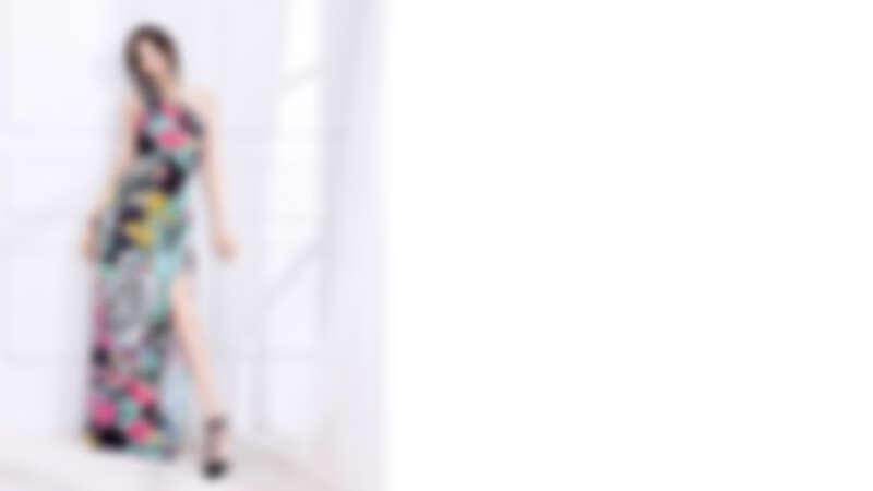 Leonard Paris斜肩長禮服,NT34,000 Aimee Aimer 項鍊&手鍊兩用 Tiare系列,紅玉隨和養殖珍珠,NT82,000 Aimee Aimer 耳環 Tiare系列,紅玉髓和鑽石,NT118,000