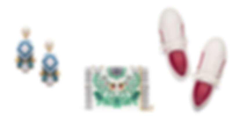 由左至右:Tory Burch春夏新品大耳環、GEMINI LINK花園圖案鍊條單肩包、荷葉邊小白鞋