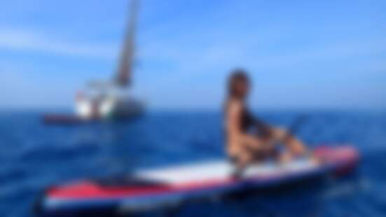 夏日就愛水上漂!達人Mika帶路,「SUP帶我抵達平常到不了的地方,從海上回望島嶼好美。」