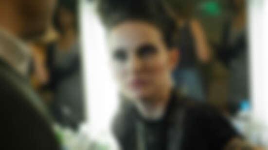 繼《黑天鵝》後又一巔峰之作!娜塔莉波曼、裘德洛主演《逆光天后》,重現巨星背後的暗黑成名路