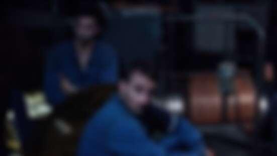 繼《鐵達尼號》後最嚴重災難電影!《庫爾斯克號:深海救援》改編真實事件,「紅雀」性感男星裸體逃生