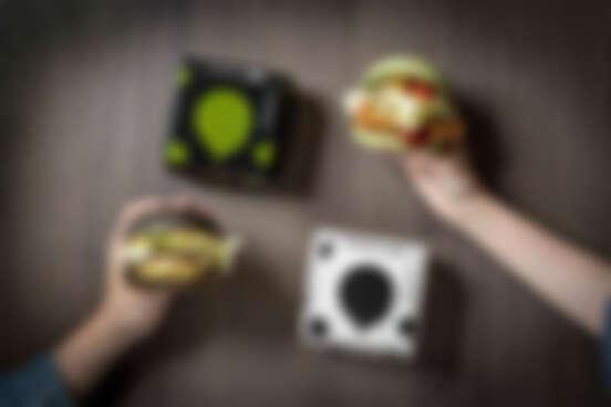 麥當勞推出精品級黑色漢堡,與台灣設計師詹朴聯名合作,起司達人絕對必收!