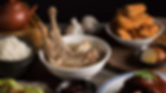 新加坡發起人肉骨茶來台灣開店了!連周潤發、周杰倫、蕭敬騰都愛吃,「長排骨」、「獨門砂鍋料理」必點招牌