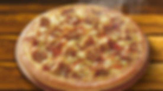 必勝客全新祭出「黃金臭豆腐比薩」!結合台灣夜市美食,外酥內嫩臭豆腐、台式泡菜搭配蒜蓉醬油根本太邪惡