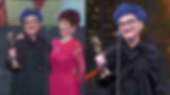 【金鐘54/2019金鐘獎】71歲張小燕獲頒終身成就獎!與94歲母親合體致詞:「我何德何能,讓你們這麼愛我。」