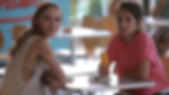 好萊塢巨星強尼戴普女兒莉莉蘿絲戴普主演《野蠻迷林》,首度挑戰禁忌老少戀的題材!