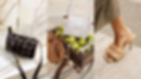 【Bottega Veneta 2019熱賣TOP5】雲朵包或枕頭包?方頭涼鞋或杏仁鞋?時尚達人們為之瘋狂的年度配件就是這幾款!