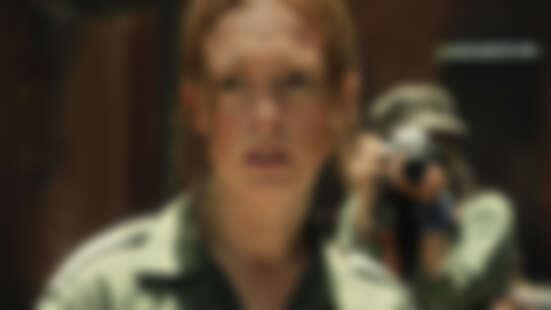 Netflix新片《他的最後願望》安海瑟薇挑大樑演出!女神化身前華府記者,攜手班艾佛列克揭開軍火陰謀