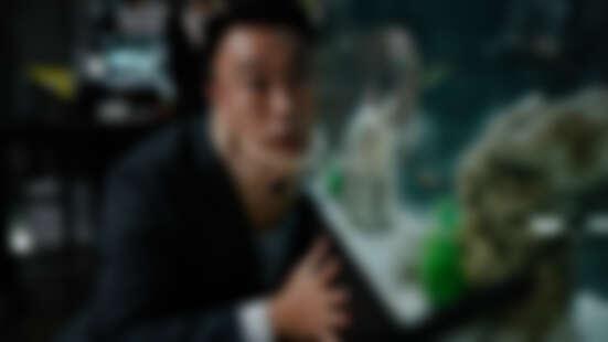 《明明會說話》2020最鬧犯罪喜劇!聽到老虎唱歌、辦公室金魚瘋狂抱怨......爆笑超越《雞不可失》