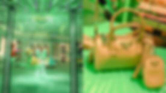 一秒走進熱帶雨林!Prada Hyper Leaves快閃店就在台灣限時開張,#沙色玫瑰 包款、斷貨手機套全都必須入手