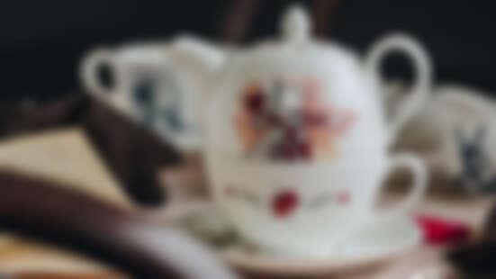 Whittard《愛麗絲夢遊仙境》限量系列必收!紅心皇后茶壺組、紅心皇后草莓風味酥餅童心大爆發