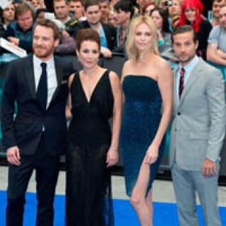 《普羅米修斯》降落倫敦! 莎莉賽隆挑戰紅毯最美皇后