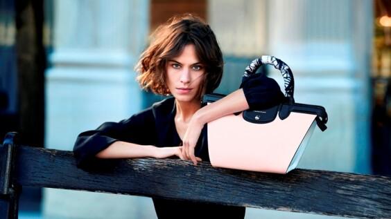 Longchamp推出全新手拿包!大玩粉x黑撞色 甜美又個性