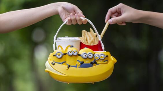 麥當勞推出全新超萌「小小兵萬用置物籃」!4位人氣黃色小搗蛋搭香蕉船,8/12俏皮開賣