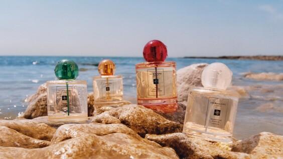Jo Malone London首次推出繽紛圓弧瓶身新香水!讓夢幻清新的木槿花香,帶你展開熱帶島嶼花園之旅~