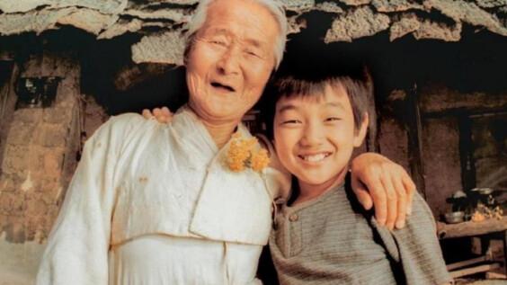 《有你真好》奶奶逝世,享耆壽95歲!生前唯一演出作品:「她在拍電影時很幸福,每次想到都很快樂。」