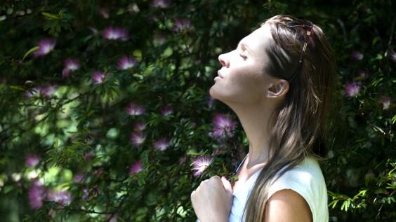 學習用「深、靜、細、勻」呼吸法,能成為更好的人!名醫傳授3招健康秘訣,助你降低雜念干擾、改善焦躁