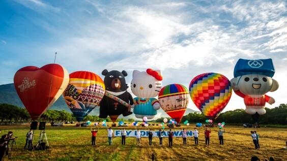 2021台東熱氣球嘉年華日期公布!有全球唯一HELLO KITTY熱氣球,繫留體驗票價、光雕音樂會場次資訊全在這
