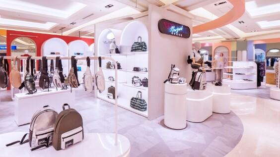 全台最好買的Outlet Mall!義大Outlet Mall再添「NewYork NewYork紐約新時區」美國多品牌複合大店與「iGLAMOUR愛•迷人」一站式購足美妝服務專門店,多到爆的全台獨家品牌,根本是時髦精品購物天堂!