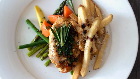 椒鹽嫩煎雞胸肉排、雞胸肉燉白菜,2道不柴不硬、低脂高蛋白超嫩雞胸肉做法技巧在這裡!