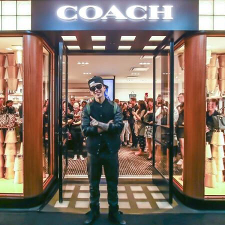 COACH新加坡奢華概念店開幕 韓星朴宰範帥氣站台