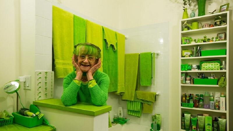 綠到深處無怨尤!紐約74歲藝術家奶奶打造自己的綠色天地,「綠色是最有正能量的快樂顏色」!