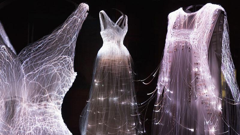 仙女婚紗降臨巴黎羅浮宮!H&M Conscious系列4月7日在台開賣