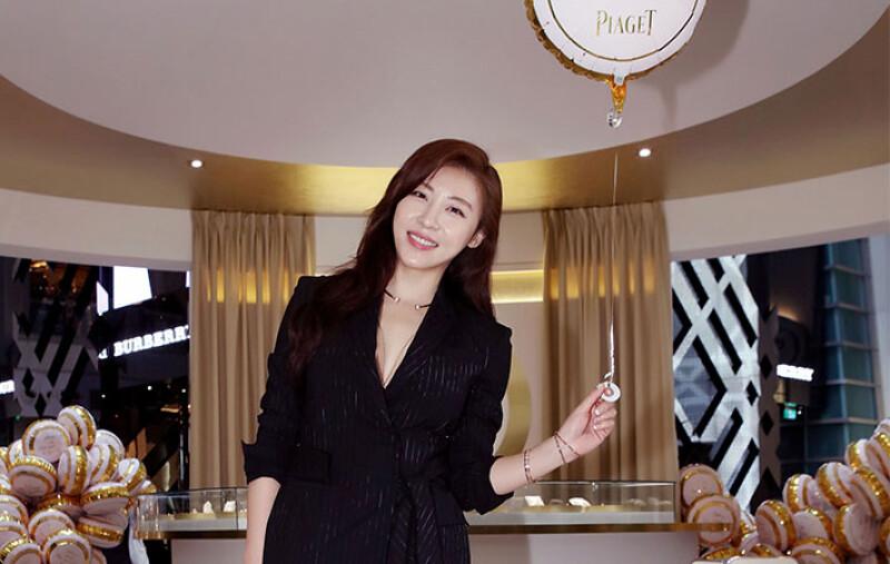 飾品應該怎麼挑?河智苑:「我最喜歡戴手環,閃亮亮的好有女人味又浪漫」