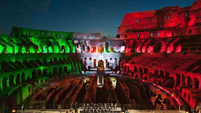 絢爛三色光染羅馬競技場!TOD'S協力修復千年遺址