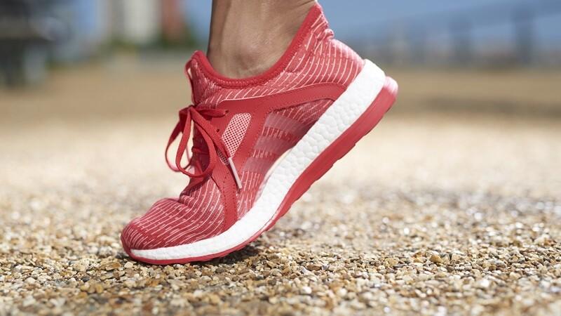 閃耀亮火紅x粉嫩湖水綠!adidas PureBOOST跑鞋新色到