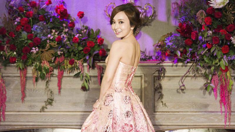 太浪漫!愛紗的沙灘教堂婚禮將在六月登場,超唯美訂製婚紗來自這台灣品牌