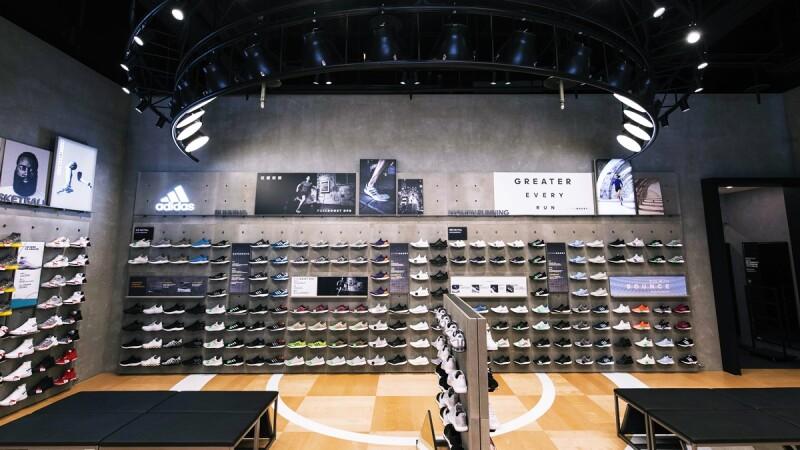 十米寬的鞋牆霸氣登場!adidas全新信義門市盛大開幕
