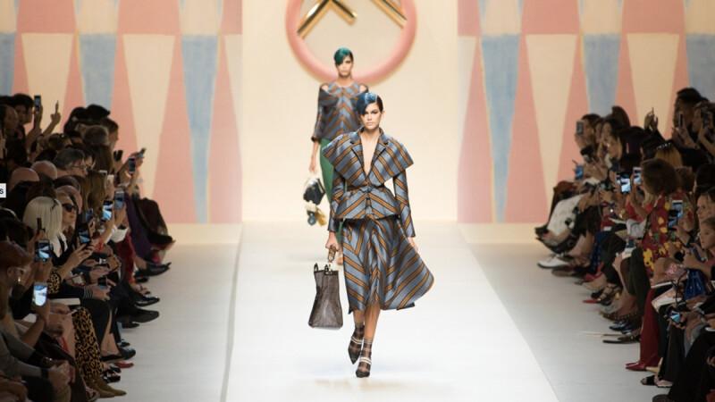 【米蘭時裝周】Mr.布雷蕭和超模Bella Hadid同框啦!FENDI 2018春夏大秀在米蘭放暑假!