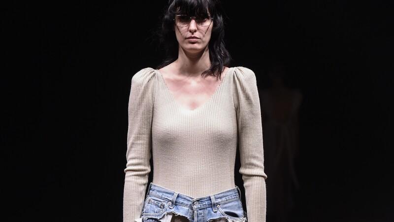透明牛仔褲還不夠? 東京時裝週出現的全鏤空牛仔褲正要流行?