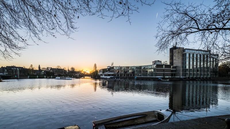 前進阿姆斯特丹吧!小資女也能負擔的超美運河邊設計旅館